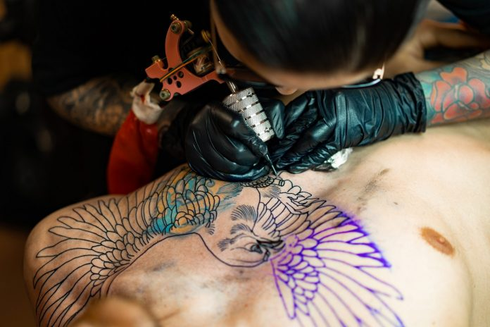 tattoo-salon-process-a-tattoo-girl-stuffed-a-tattoo-the-proces
